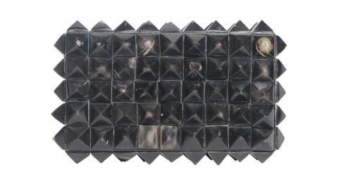 Pyramid Horn Box